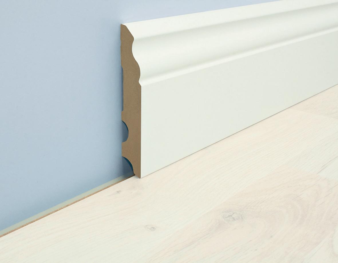 Бял MDF подов перваз с квадратен профил и височина 100мм и кабелен канал. Монтира се лесно с лепило, пирони или винтове.