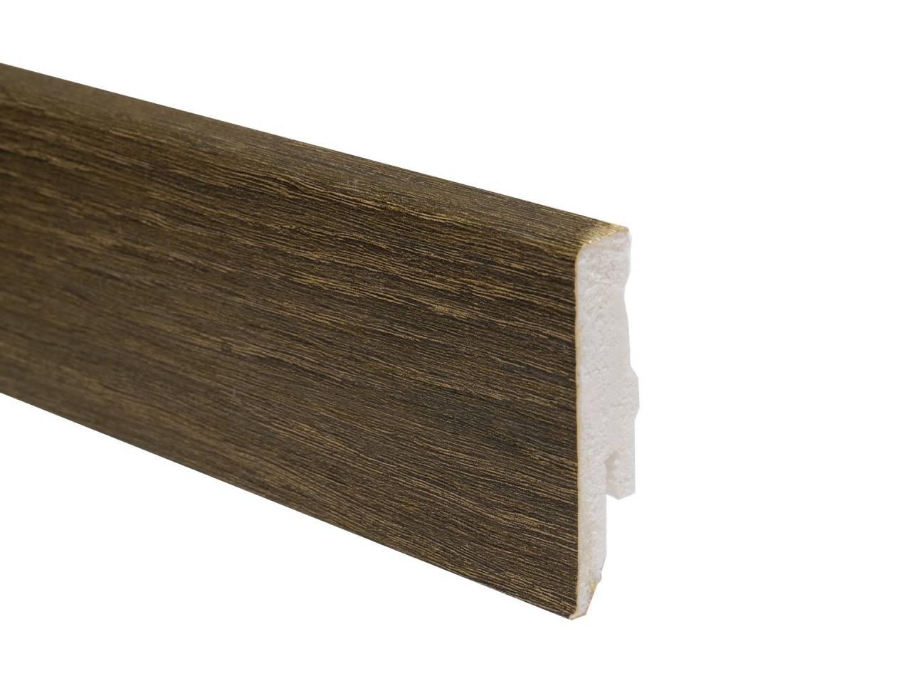 PVC подов перваз L040 с кабелен канал и височина 58 мм, подходящ за винилова настилка в тъмно кафяв цвят. Дължина 2.4 м.