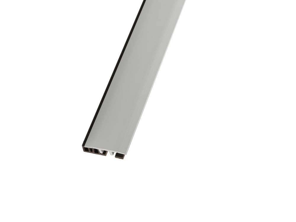 Алуминиевата лайсна рампа се полага лесно с дизайн-клик-профил и служи като декоративен елемент над фуги и снадки.
