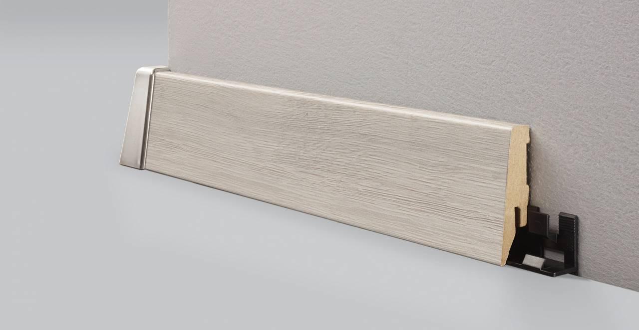 L003 подов перваз, препоръчително съчетание с декорите K226 Lilywhite Oak и K231 Misty Plains Oak на MyStyle®.